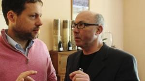 Bernard Marguet in gesprek met collega-champagneambassadeur Tim Hall.